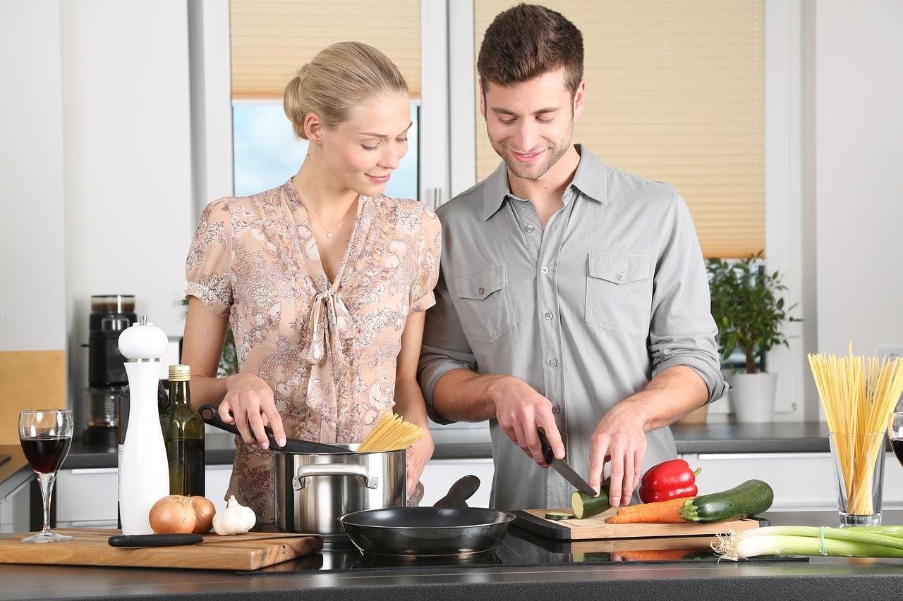 mujer-hombre-cocina
